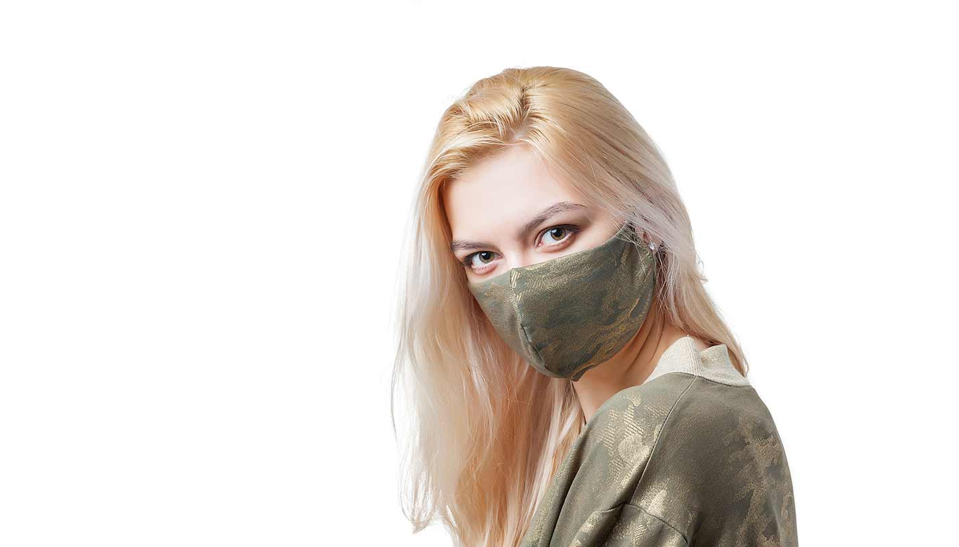 Girl using a mask.